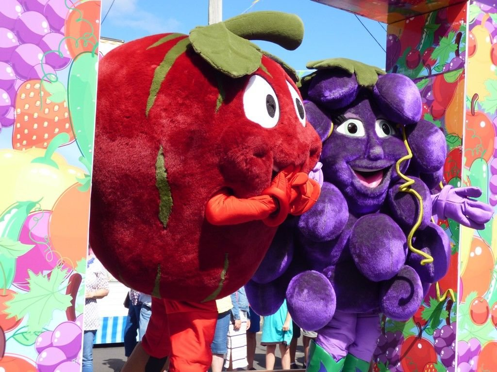 Apple and Grape mascots.