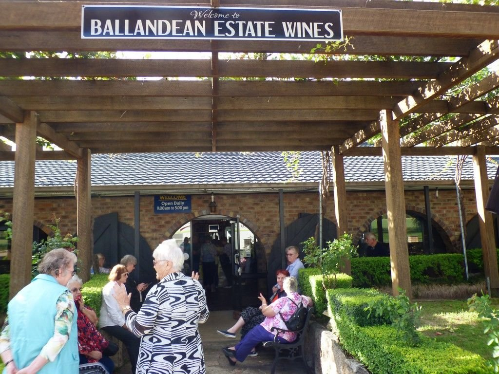 After Girraween, we found ourselves at Ballandean Wines... for a late afternoon wine tasting, etc.